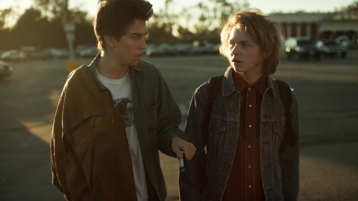 Fred (Nat Wolff) and Teddy (Jack Kilmer)