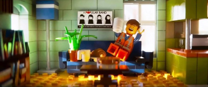 Emmet_at_home_2_LEGO_movie